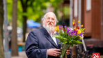 Photo Gallery: Boro Parkers Buying Flowers for Shvuous