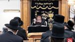Skulen Rebbe Giving a Shmooze in Preparation for the Yomim Noraim for his Chasidim