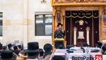 Toldos Mordechai Rebbe Giving a Shmooze in Preparation to Shavous in the Emunas Yisroel Shul in Boro Park